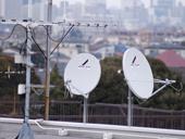 2011年7月24日から完全に地上波デジタル放送に移行しました。その際に地上デジタル対応のUHFアンテナを設置する必要があります。アンテナ工事にも、地上波デジタルアンテナを単独で工事する場合や地上アナログ放送が見たい方には地デジ対応アンテナにプラスするなど、あなたの好みに合わせて工事いたします。